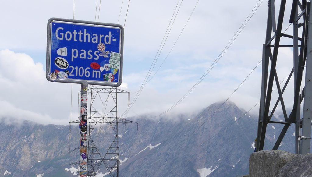 Gotthard Passhöhe Schild