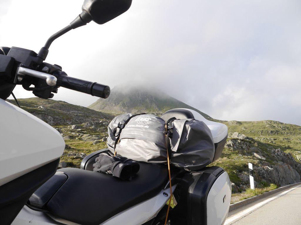 Nufenen - Passhöhe - In Wolken