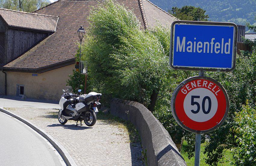 Ortseingang Maienfeld - Schweiz