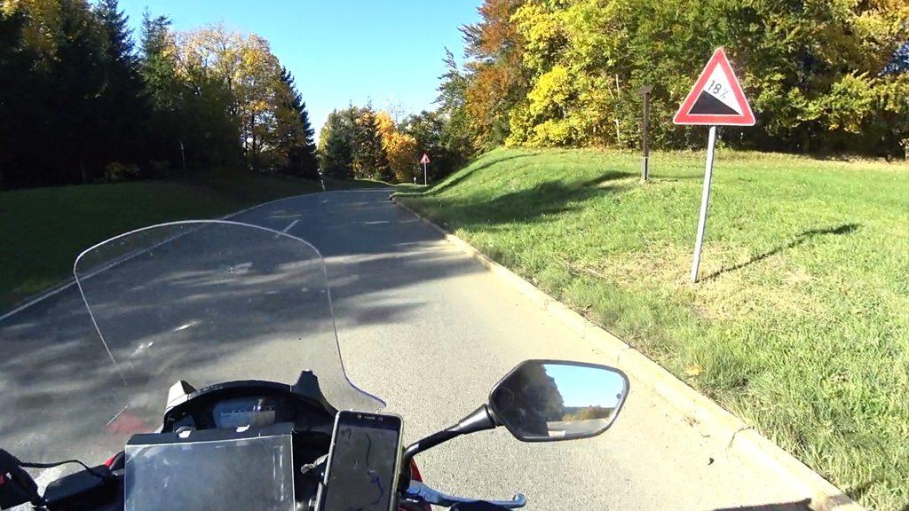 Höchster Straßenpunkt Schwäbische Alb bei Gosheim 965m